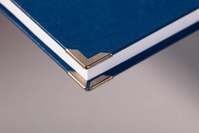 Hardcover blau mit Buchecken